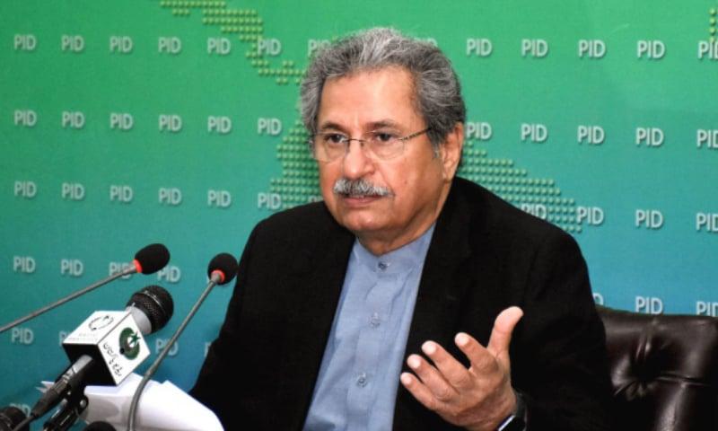 ادارہ جاتی اصلاحات کمیٹی کے سربراہ نے پریس کانفرنس میں اصلاحات کا اعلان کیا — فوٹو: پی آئی ڈی