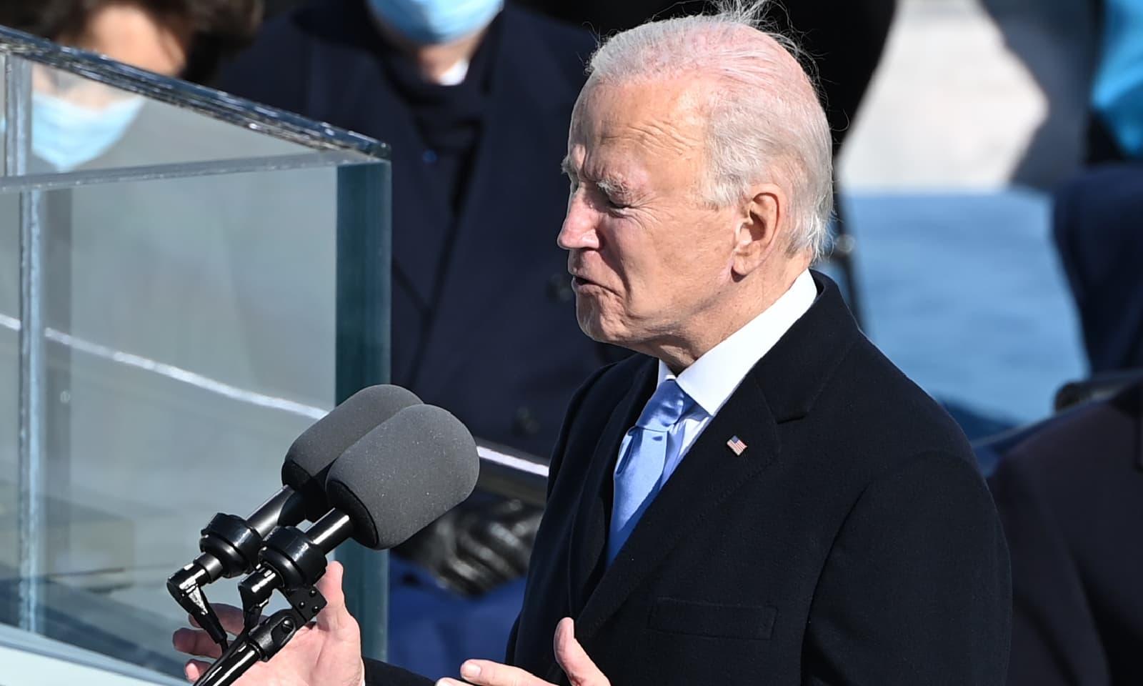 جو بائیڈن نے حلف اٹھانے کے بعد خطاب بھی کیا — فوٹو: اے ایف پی