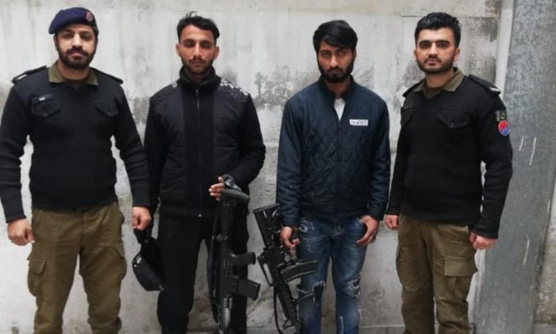 لاہور: سیشن کورٹ کے باہر سے 3 ملزمان جدید آتشی اسلحہ سمیت گرفتار