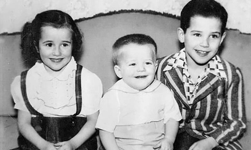 جو بائیڈن کے بچپن کی تصویر جو دائیں کونے میں بیٹھے ہیں — فوٹو بشکریہ نیویارک ٹائمز