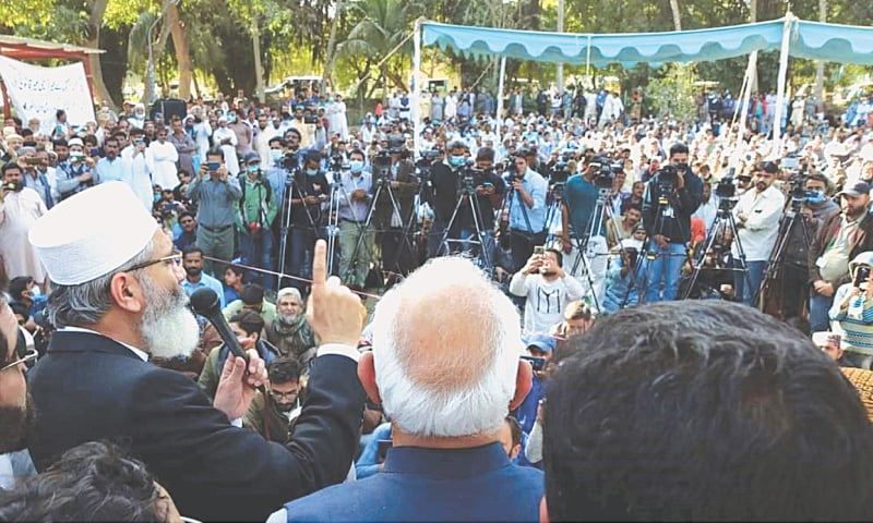 JI emir Senator Sirajul Haq speaks to PSM workers in Steel Town on Sunday.—PPI