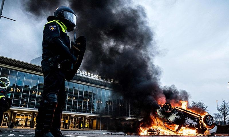 انہوں نے بتایا کہ اب تک  240 مظاہرین کو گرفتار کیا جا چکا ہے—فوٹو: اے ایف پی