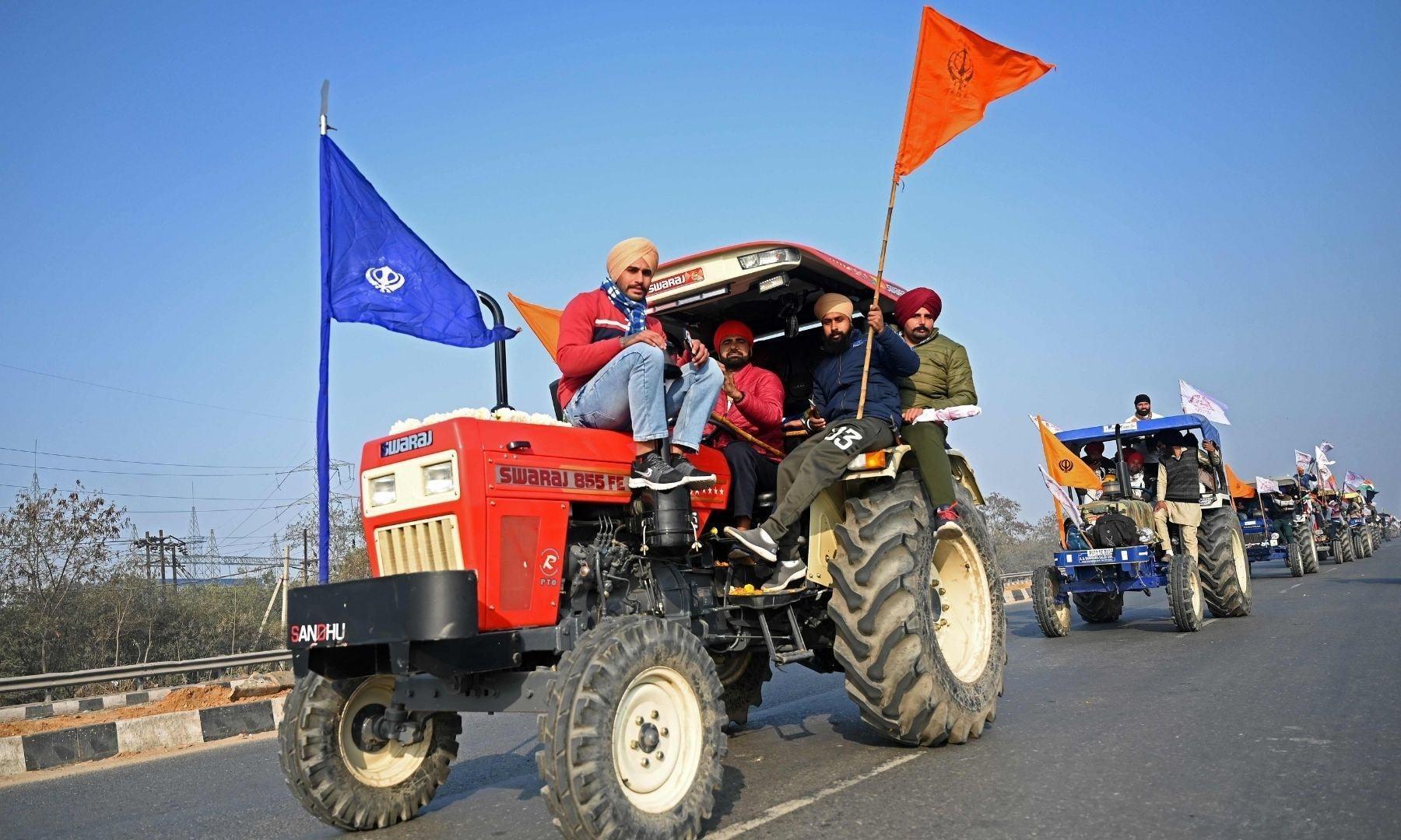 کسانوں نے رکاوٹوں کو توڑتے ہوئے نئی دہلی میں احتجاج کیا — فوٹو: اے ایف پی