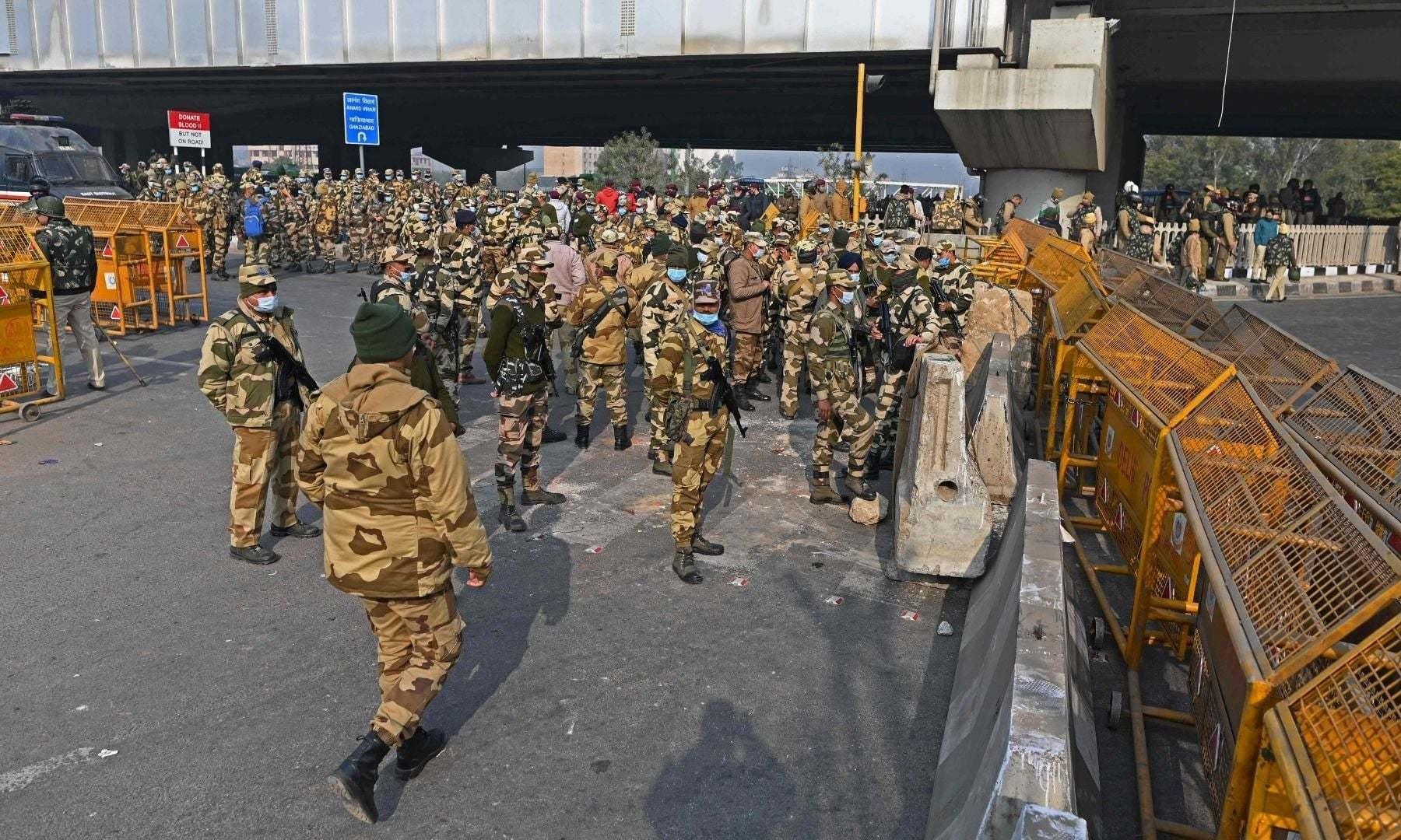 دہلی پولیس نے کسانوں کے احتجاج کے پیش نظر ایک بڑے آپریشن کی تیار کی تھی — فوٹو: اے ایف پی