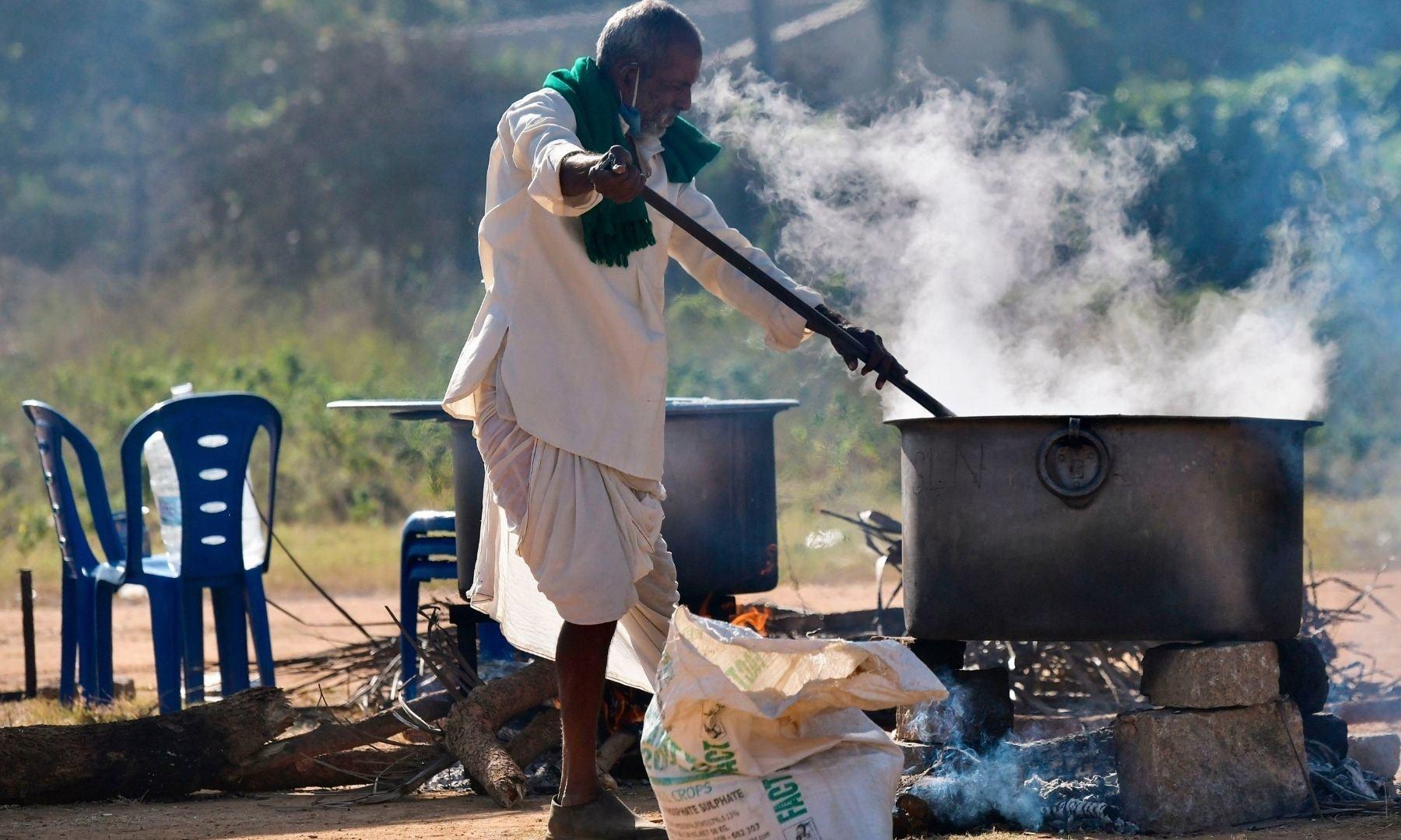 مظاہرین کے لیے کھانے کے انتظامات بھی کیے گئے تھے — فوٹو: اے ایف پی