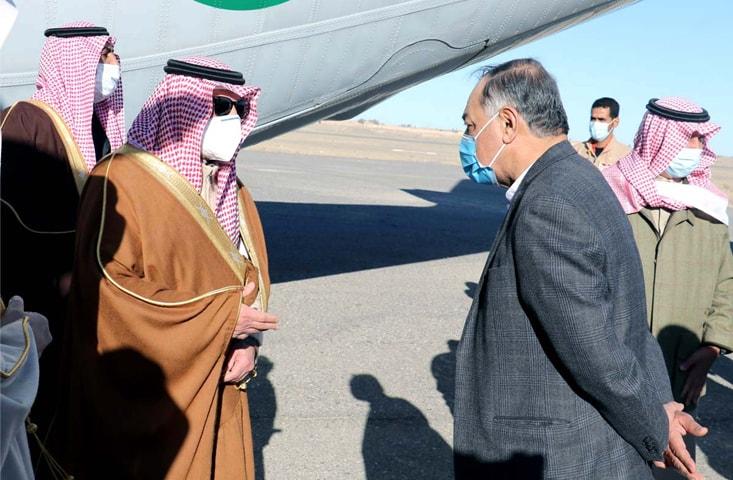 CHAGAI: Balochistan Governor Amanullah Khan Yasinzai receiving the Governor of Tabuk, Prince Fahd bin Sultan Bin Abdul Aziz Al Saud, at Dalbandin airport on Wednesday.—Dawn