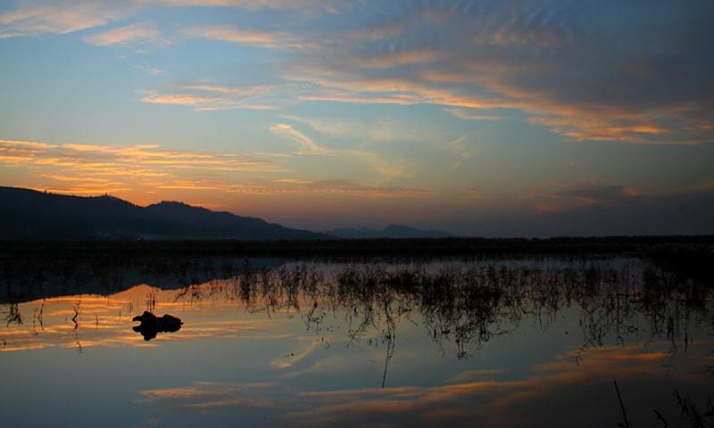 اچھالی جھیل پر غروب آفتاب—تصویر بشکریہ ڈبلیو ڈبلیو ایف