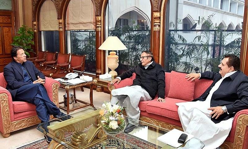چوہدری پرویز الہیٰ پنجاب میں حکمران اتحاد کی تین رکنی کمیٹی کا حصہ ہیں جس میں وزیر اعلیٰ اور گورنر پنجاب بھی شامل ہیں۔  - فائل فوٹو:اے پی پی