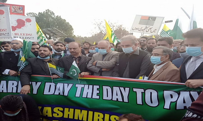Foreign Minister Shah Mahmood Qureshi leads a rally in Islamabad to show support for Kashmiris right to self determination. – Photo: Radio Pakistan