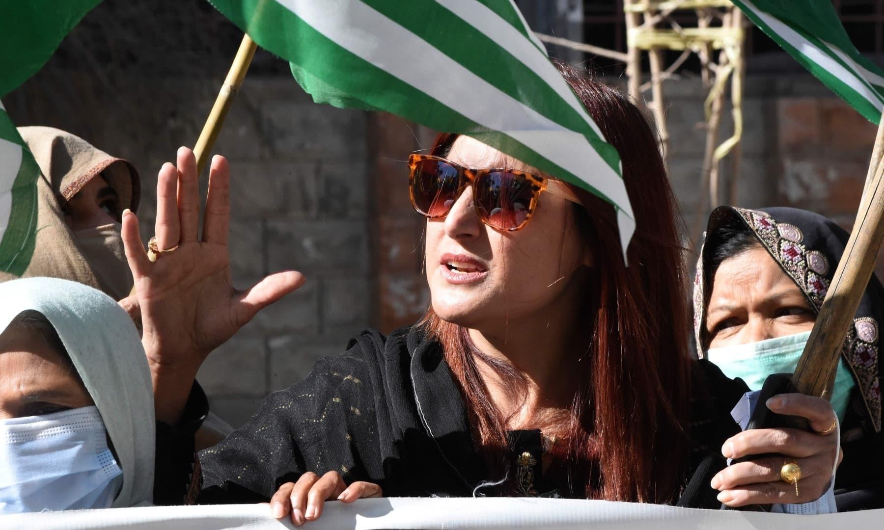 کوئٹہ میں نکالی گئی ریلی میں خواتین کی بڑی تعداد بھی شریک تھی—فوٹو: اے ایف پی