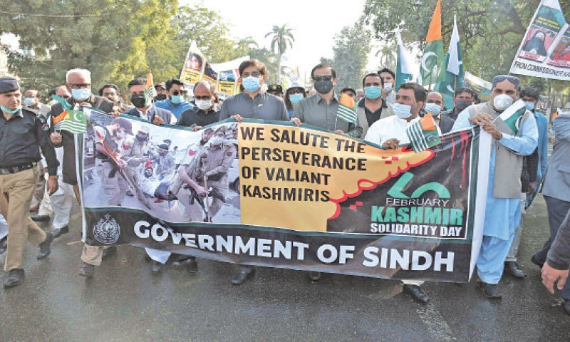 The Sindh chief minister, accompanied by other government functionaries, leads a walk in solidarity with Kashmiris on Friday.—Online