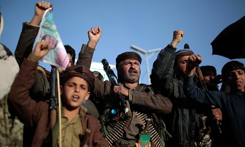 امریکا نے یمن میں جاری انسانی بحران کے سبب حوثی باغیوں سے دہشت گرد تنظیم کا درجہ واپس لینے کا فیصلہ کیا ہے— فوٹو: اے پی
