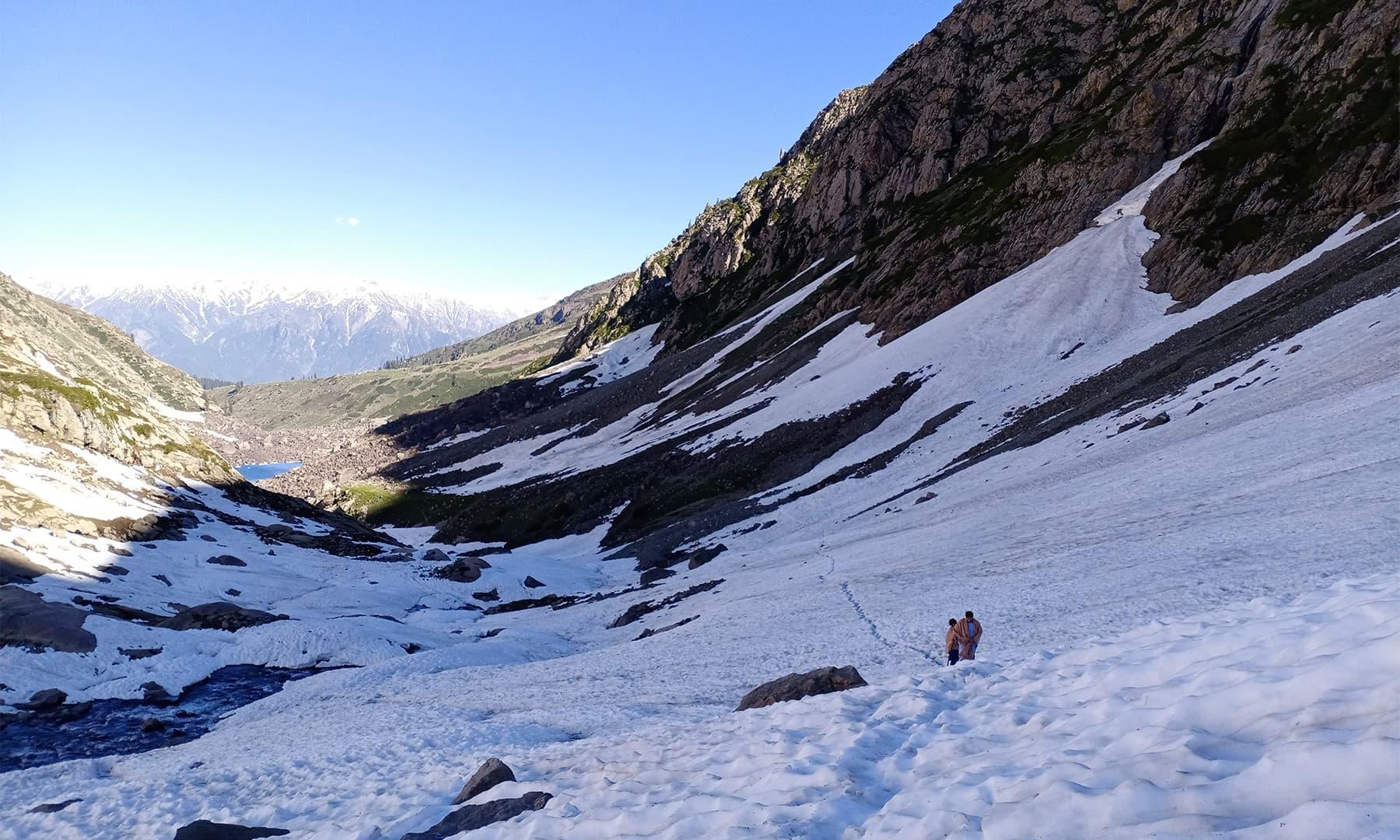 ہموار سطح پر چڑھائی کچھ آسان تھی — تصویر: عظمت اکبر