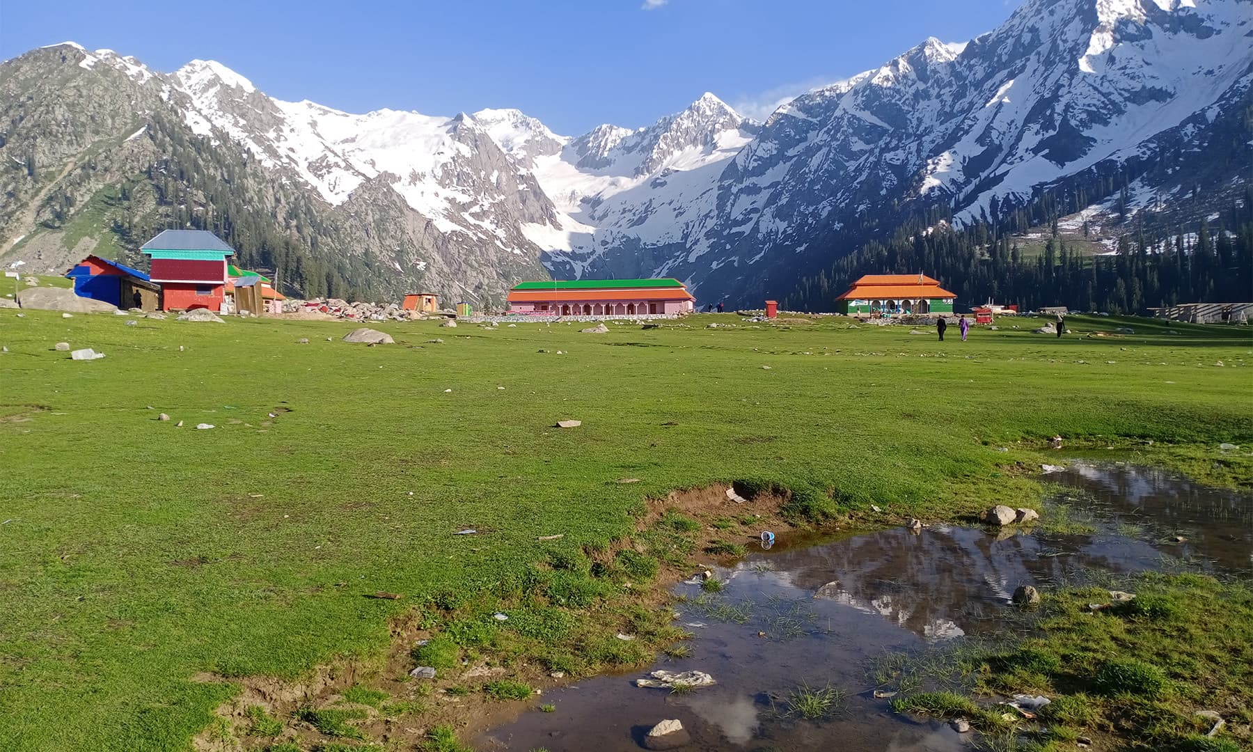 یہاں اب کئی ہوٹل بن چکے ہیں — تصویر: عظمت اکبر