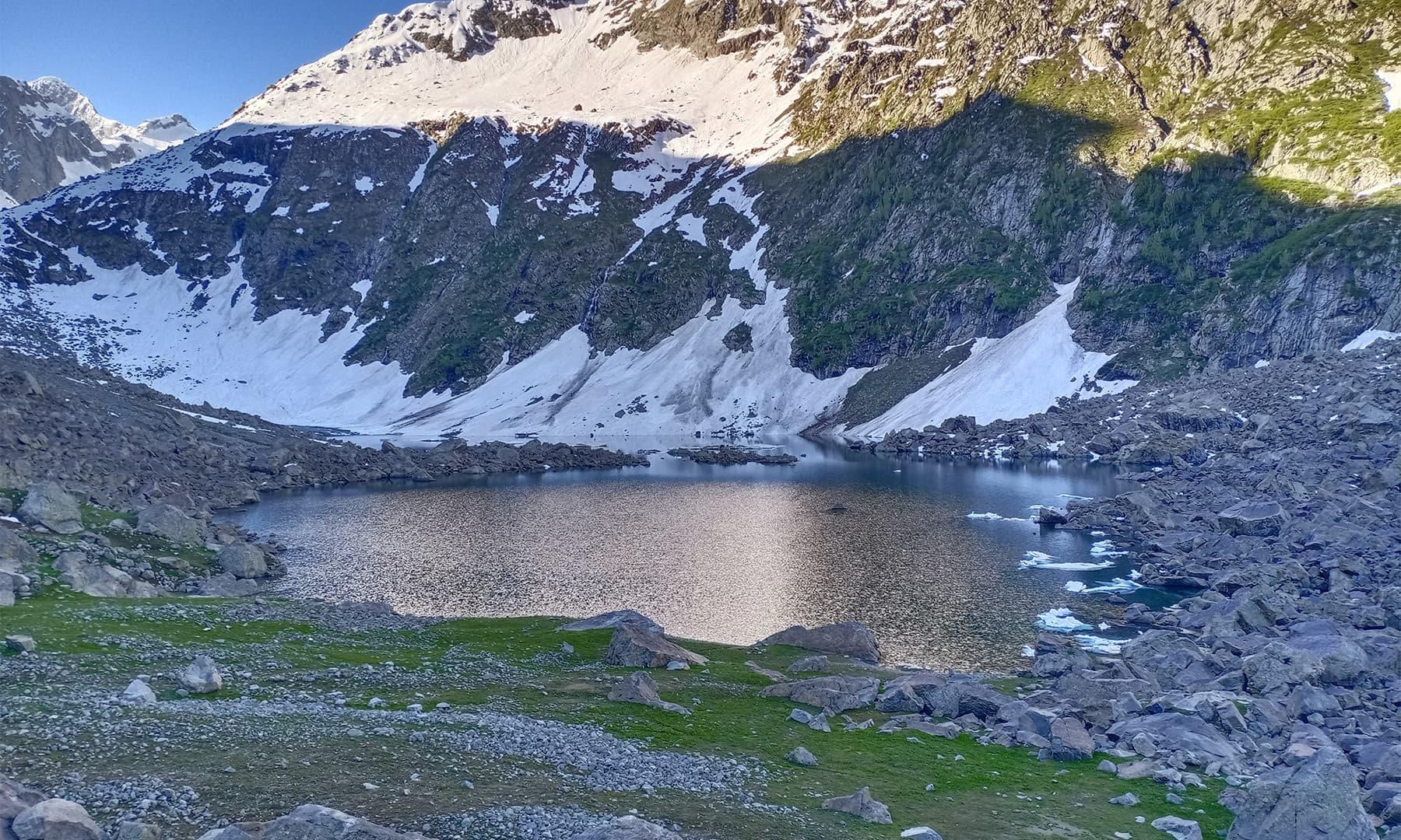 لوک سر کی پہلی جھیل — تصویر: عظمت اکبر