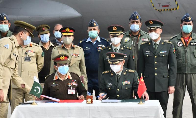 تقریب میں دونوں ممالک کی فوجی شصیات موجود تھیں—تصویر: بشکریہ ریڈیو پاکستان