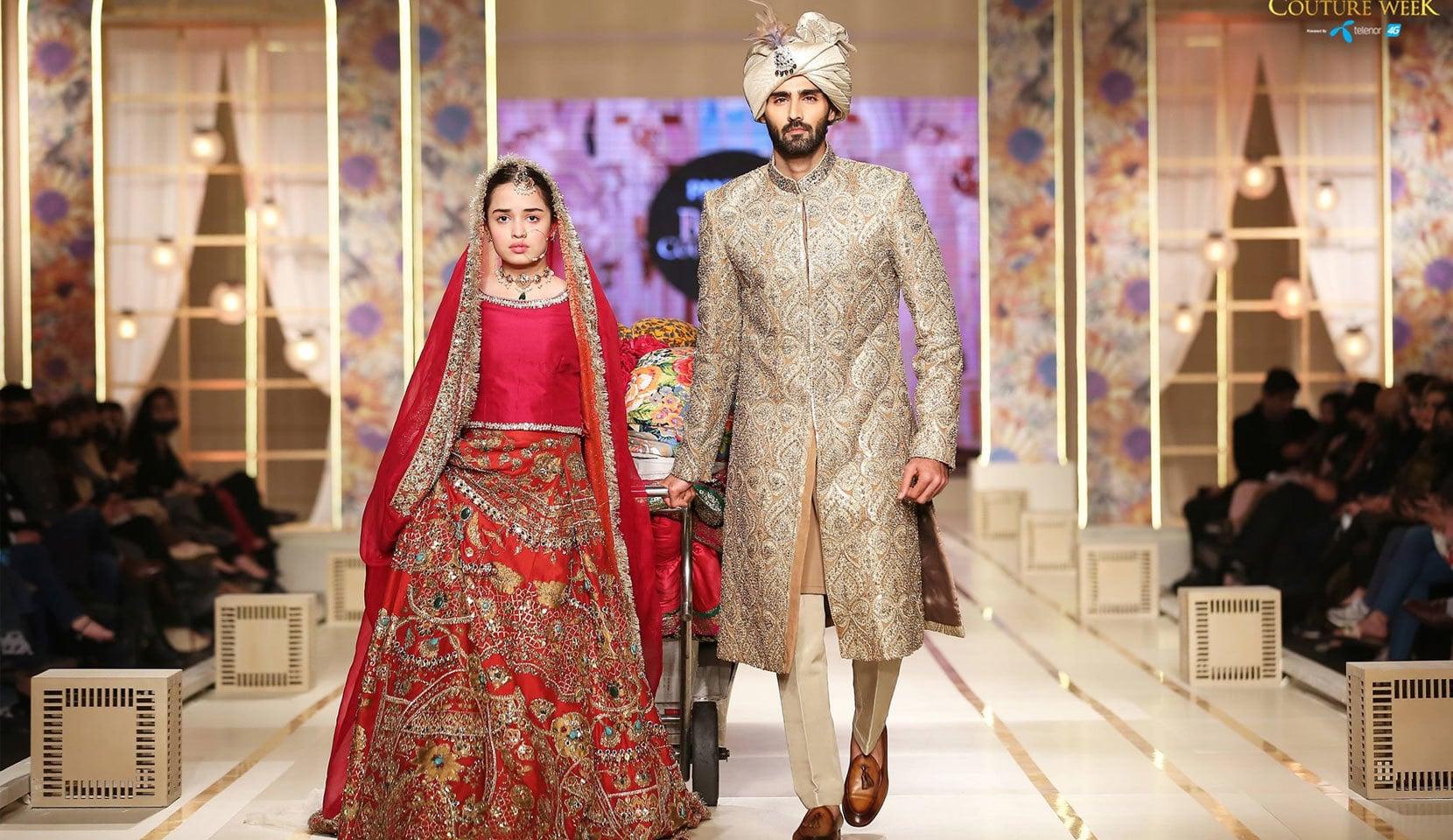 پہلے دن علی ذیشان کی جانب سے عروسی لباس پیش کیے گئے