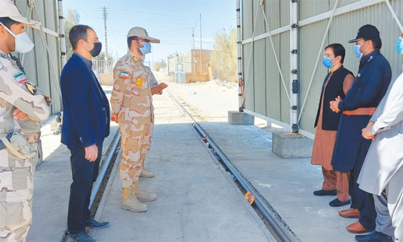 Pakistani and Iranian officials pictured at Raahdari Gate in Taftan on Monday.—Dawn