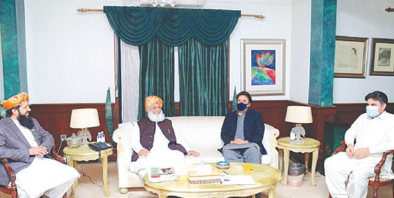 KARACHI: Pakistan Peoples Party chairman Bilawal Bhutto-Zardari exchanging views with Jamiat Ulema-i-Islam chief Maulana Fazlur Rehman during a meeting at Bilawal House on Monday.—PPI