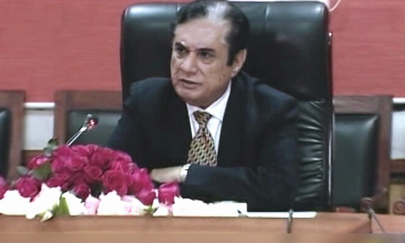 NAB chairman retired Justice Javed Iqbal speaks to traders in Peshawar. — DawnNewsTV