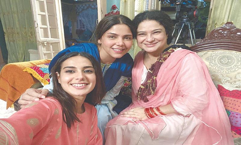 Hadiqa Kiani with her co-stars from Raqeeb Se, Sania Saeed and Iqra Aziz