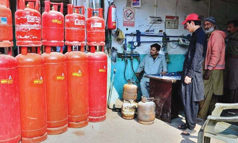 The local producers are paying petroleum levy of Rs4,669 per tonne whereas the government has scrapped regulatory duty on LPG imports. — APP/File