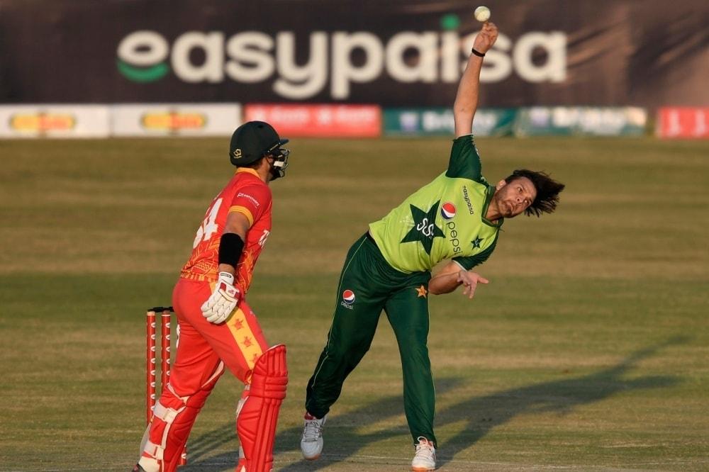 Pakistan legspinner Usman Qadir in his delivery stride, Pakistan vs Zimbabwe, 1st T20I, Rawalpindi, November 7, 2020. — AFP