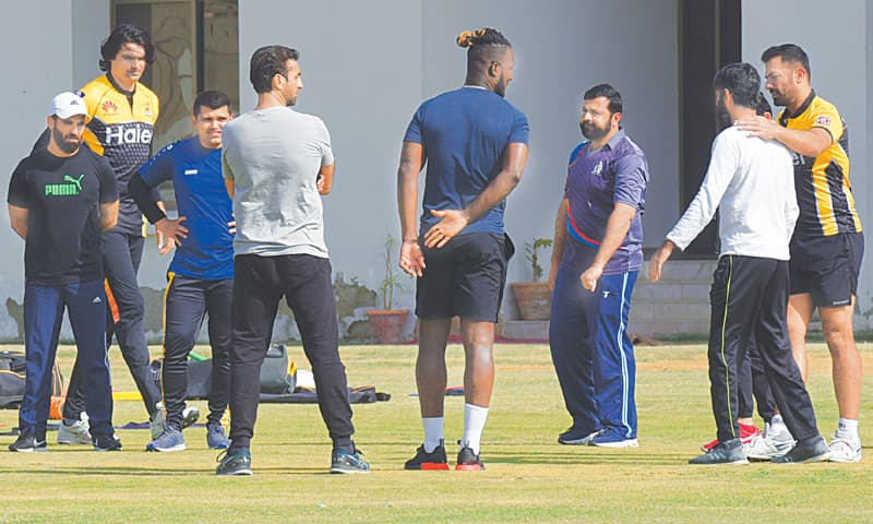 KARACHI: Peshawar Zalmi head coach Darren Sammy in discussion with team members during a training session at the Hanif Mohammad High Performance Centre on Monday.—Tahir Jamal / White Star.