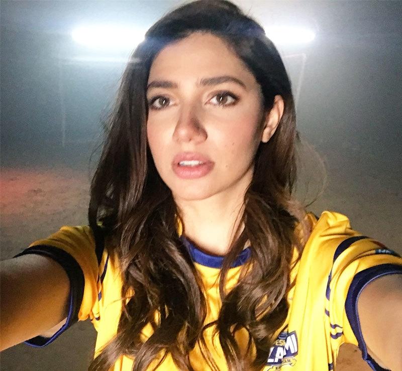 اداکارہ پی ایس ایل کے دوران کھلاڑیوں کے ساتھ بھی موجود دکھائی دیتی ہیں—فائل فوٹو: ٹوئٹر