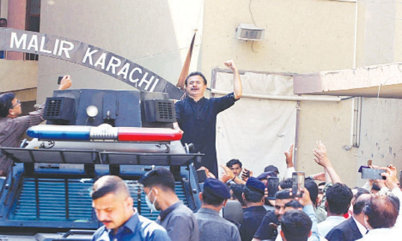 Haleem Adil Sheikh gestures as he leaves the court complex in Malir and (right) Murad Ali Shah talks to the media outside the ECP's provincial office.—PPI/Online