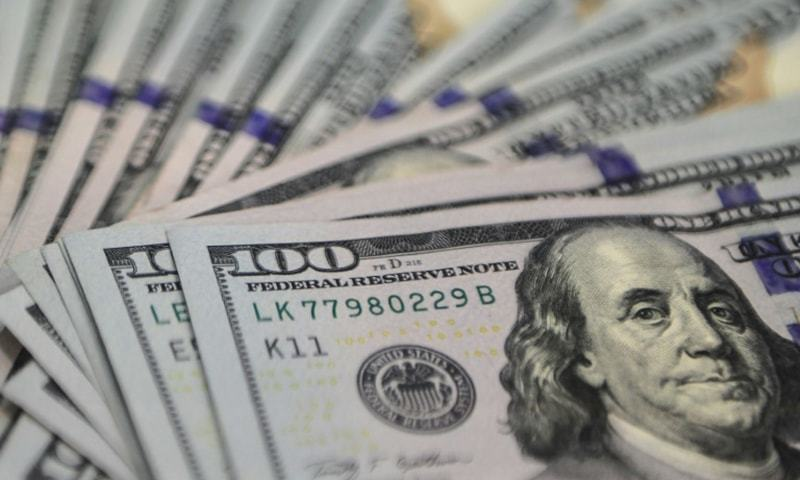رواں مالی کے دوسری سہ ماہی کے لیے 3 ارب 55 کروڑ ڈالر کا بیرونی قرض ادا کیا گیا — فائل فوٹو: اے ایف پی