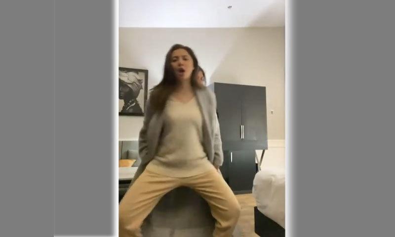 'پاوری ہورہی' پر ماہرہ خان کا سہیلوں کے سنگ رقص