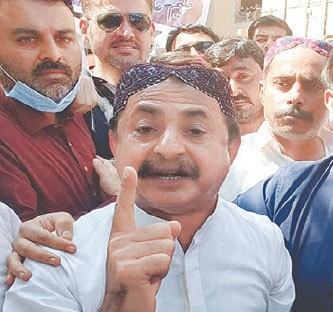 Haleem Adil Sheikh speaks outside court premises on Friday.—PPI