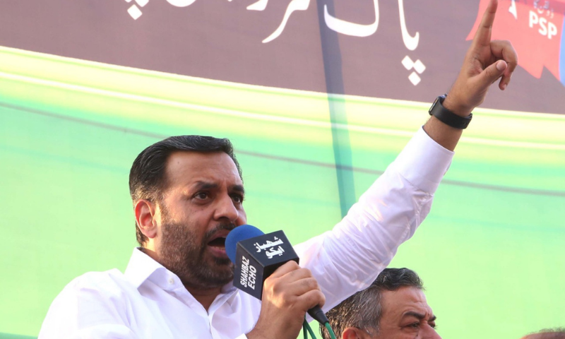 """Pak Sarzameen Party chairman Syed Mustafa Kamal on Friday accused the ruling PTI of """"backstabbing"""" the people of Karachi by accepting the National Census 2017 that showed an """"incorrect"""" population of the metropolis. — Photo courtesy: PSP Twitter"""