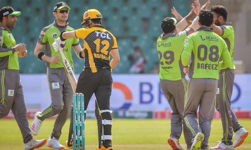 پشاور زلمی کو پہلی گیند پر نقصان اٹھانا پڑا—فوٹو: پی ایس ایل ٹوئٹر