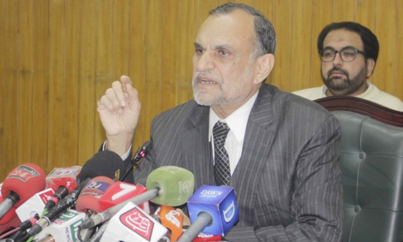 Minister for Railways Azam Khan Swati has deployed 'volunteers' to gather information about the 'black sheep' in the organisation. — PID/File
