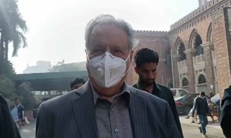 Pervaiz Rashid arrives outside the tribunal building. — DawnNewsTV