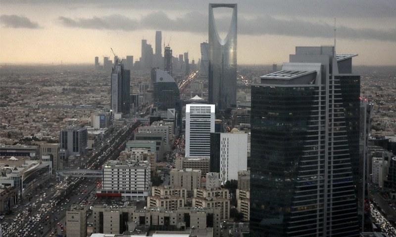 محمد بن سلمان نے تیل کے بغیر معاشی استحکام لانے کا پروگرام بنایا ہے --فائل فوٹو: بلومبرگ