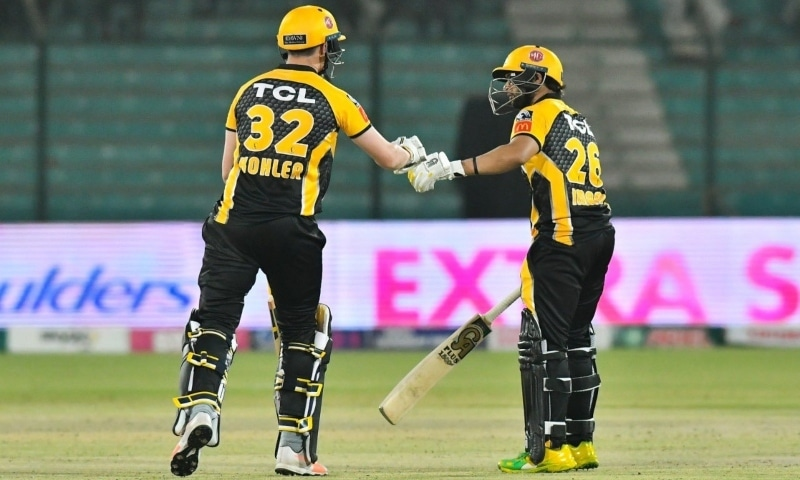 Peshawar Zalmi's Tom Kohler-Cadmore and Imamul Haq during the match against the Sultans. — Photo courtesy: PSL Twitter