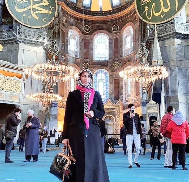 ریما خان سمیت دیگر افراد نے حاجیہ صوفیہ مسجد کا دورہ بھی کیا—فوٹو: انسٹاگرام