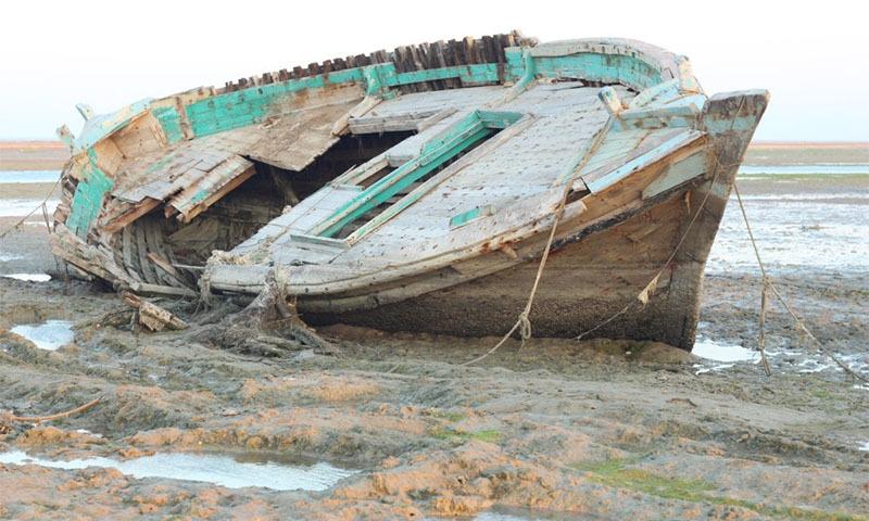 بندرگاہ فنڈز کی کمی اور گھٹتے ہوئے ذخائرکی وجہ سے بند کردی گئی ہے — تصویر بشکریہ:  ساجد نور بلوچ