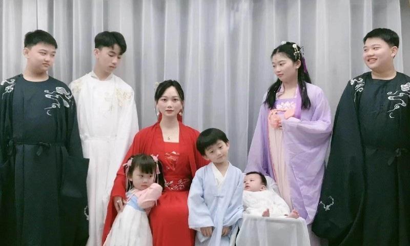 چین میں 7 بچوں کی پیدائش کے لیے کروڑوں روپے ادا کرنے والا جوڑا