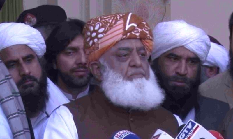JUI-F chief Maulana Fazlur Rehman speaks to reporters in Peshawar. — DawnNewsTV