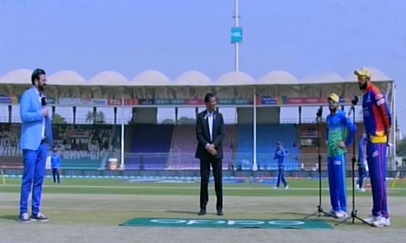 کراچی کنگز نے ٹاس جیت فیلڈنگ کا فیصلہ کیا—تصویر: ڈان نیوز