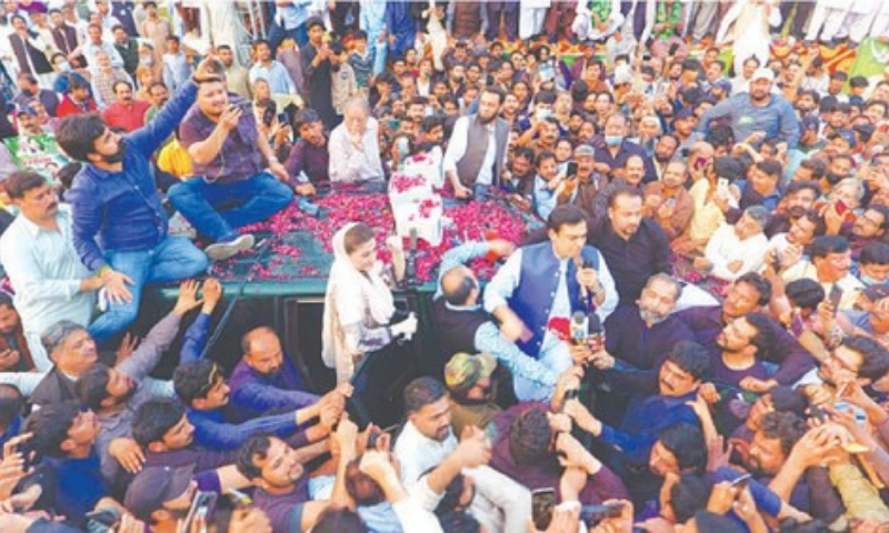 LAHORE: Leader of the Opposition in the Punjab Assembly Hamza Shehbaz Sharif with PML-N vice president Maryam Nawaz addressing party workers after being released from Kot Lakhpat jail here on Saturday.  — Murtaza Ali/White Star