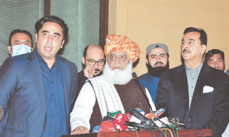 ISLAMABAD: Pakistan Peoples Party chairman Bilawal Bhutto-Zardari addresses a press conference as PDM chief Maulana Fazlur Rehman and the opposition alliance's Senate candidate Syed Yousuf Raza Gilani look on. — Mohammad Asim/White Star