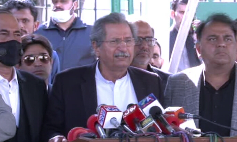 Shafqat Mahmood, Fawad Chaudhry and other PTI leaders address a press conference outside the Election Commission of Pakistan. — DawnNewsTV