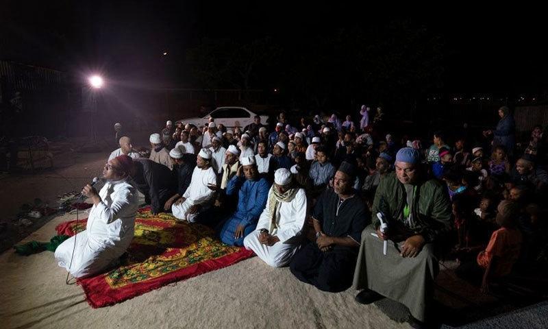 مذہبی مجالس میں مسیحی لوگ بھی احتراما شریک ہوتے ہیں—فوٹو: شیراز محمد/ بی بی سی