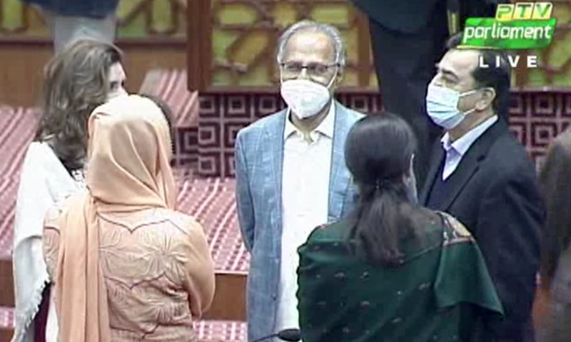 اسلام آباد سے جنرل نشست پر حکومت اور اپوزیشن کے امیدواروں کے درمیان گفتگو بھی ہوئی—تصویر: ڈان نیوز