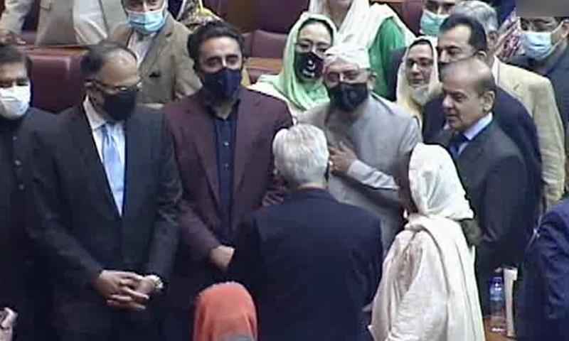 سابق صدر آصف علی زرداری و دیگر اپوزیشن رہنما قومی اسمبلی میں موجود تھے — تصویر: ڈان نیوز